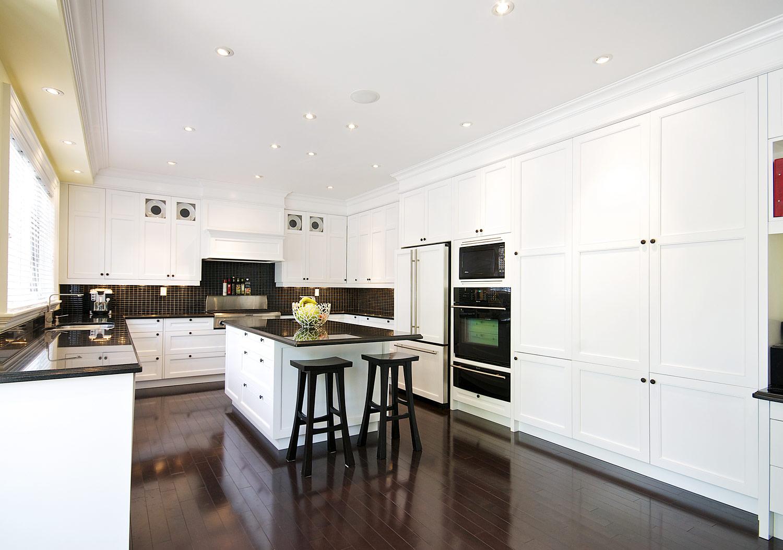 Grant north york toronto custom kitchen and bathroom for Classic kitchen cabinets toronto