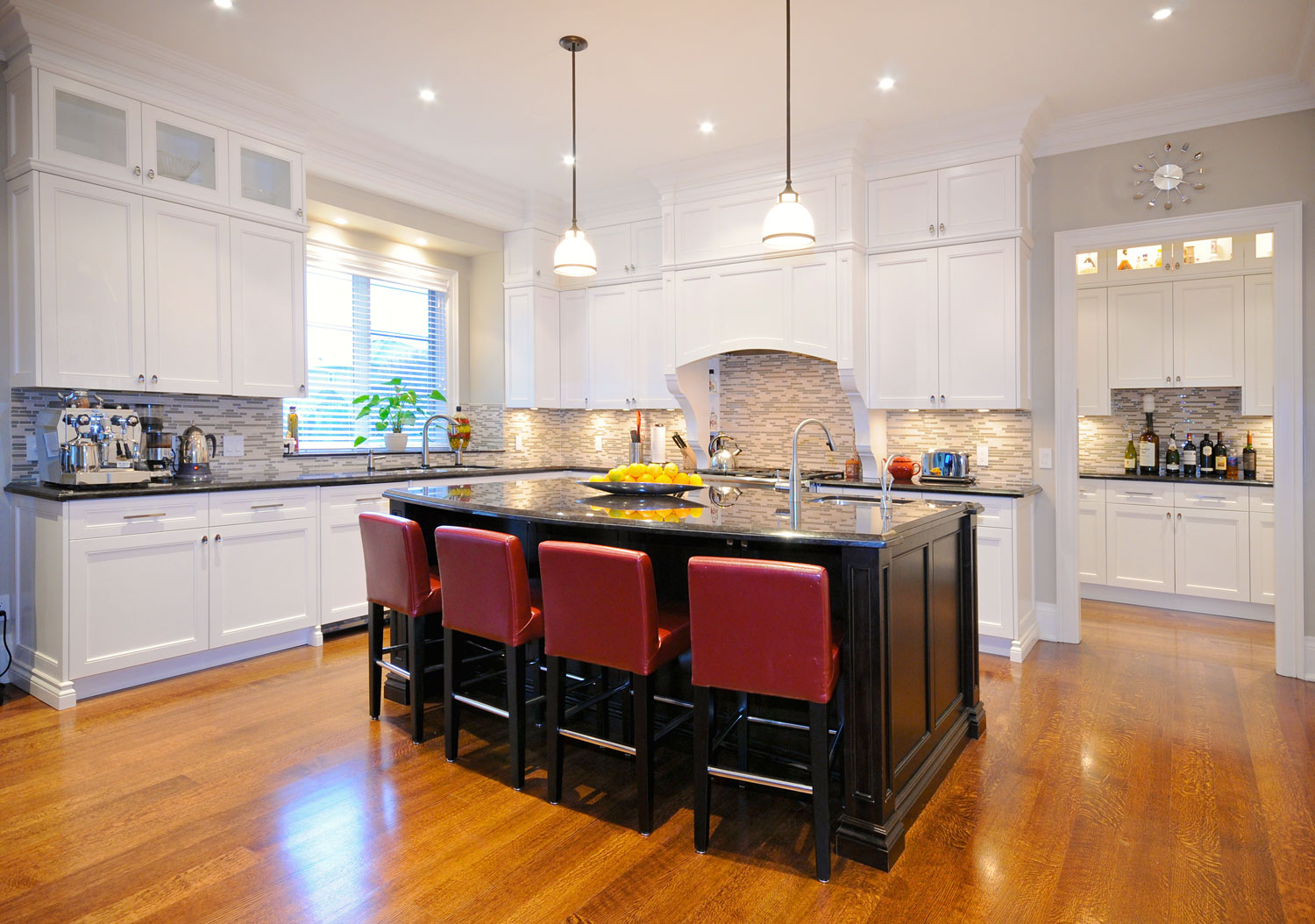 Laurel etobicoke toronto custom kitchen and bathroom for Kitchen cabinets toronto